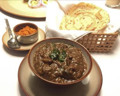 Srilankan mutton curry with paratha (Srilankan)
